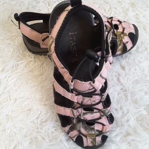 3/$30 Itasca pink camouflage sandals size 2